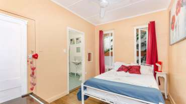 Double Room with Ensuite & A/C